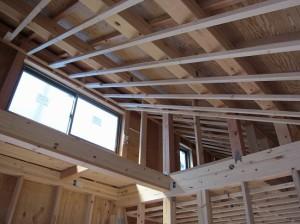 志水木材の新築(建替え)工事現場 天井野縁施工