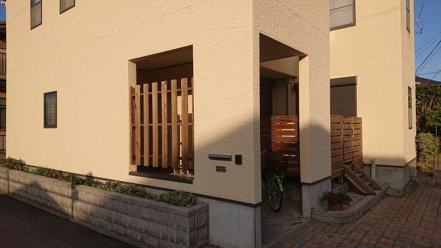 志水木材オリジナルの大和張り目隠しフェンス工事完成後 1