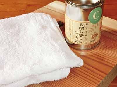 自然由来の原料で作られた蜜ロウワックスの施工方法1