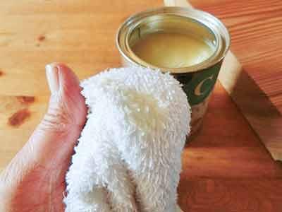 自然由来の原料で作られた蜜ロウワックスの施工方法2
