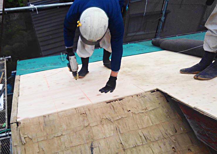 野地板を施工しきます