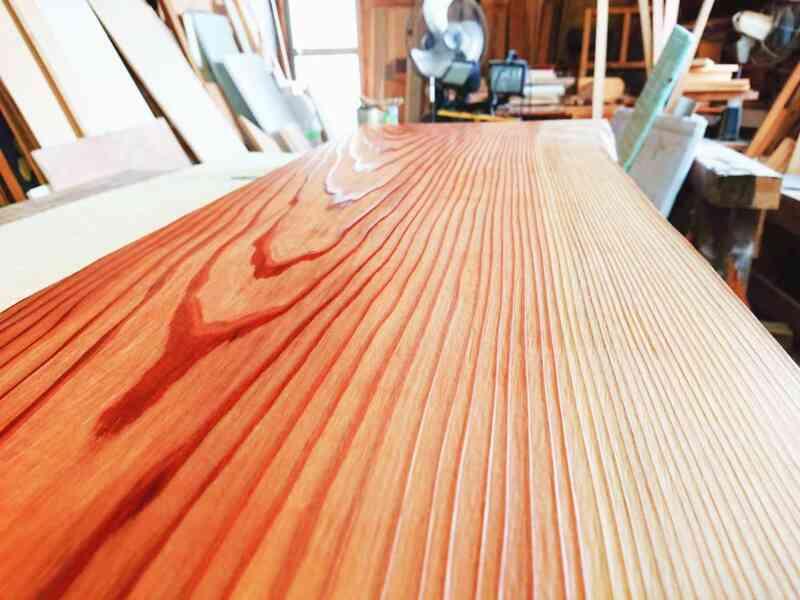 今回決定した浮造り加工の杉