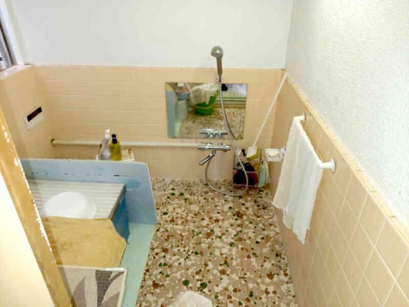 施工前の浴室①
