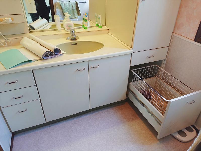 施工前 洗面化粧台と床